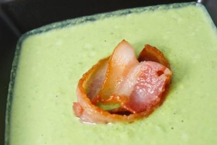 СУП- ПЮРЕ из зеленого горошка с хрустящими гренками