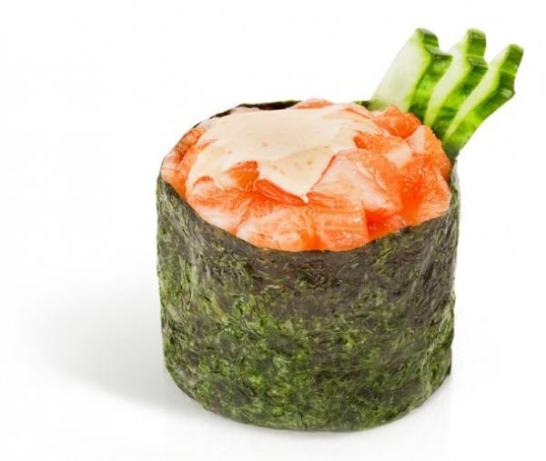 Острый гункан с лососем